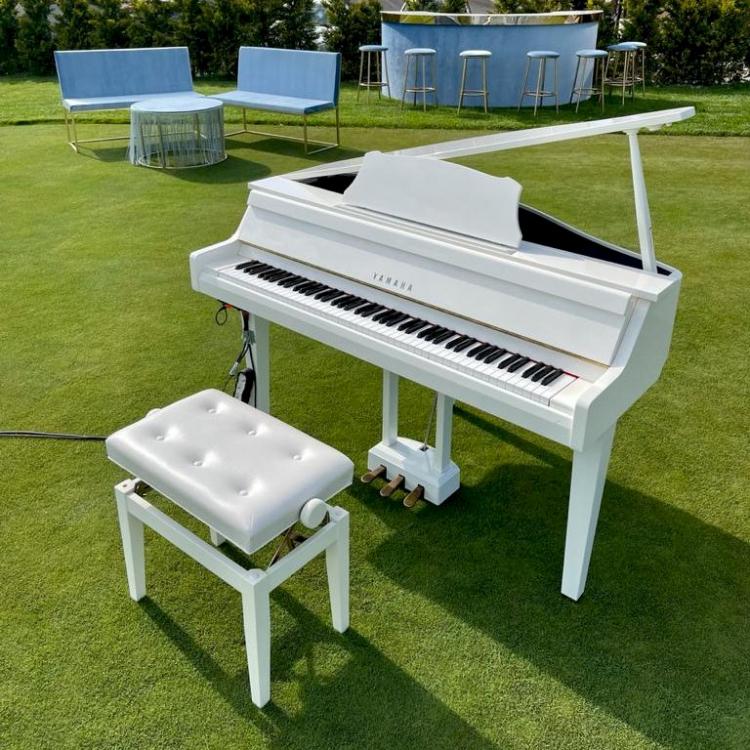 Белый рояль Yamaha